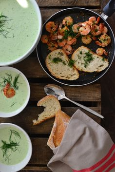 creamy cucumber and garlic soup with shrimps//