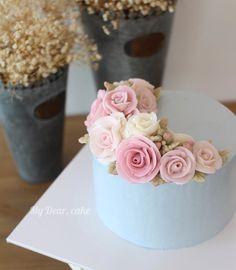 - Private class day 1 - #flowercake #koreacake #decocake #cakedesign #cakeart…