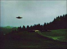 미국 외계인 그리고UFO 관련 소식입니다. 미국 국방부 전 'UFO 프로젝트' 담당자가 외계인의 존재를 확신한다고 미국 언론에서 주장했습니다. UFO 프로젝트 총괄이던 루이스 엘리존도는 19일 미국 CNN과의 인터뷰에서 ...