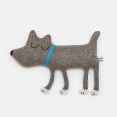 Hugo el peluche perrito de lana hecho a la medida por saracarr