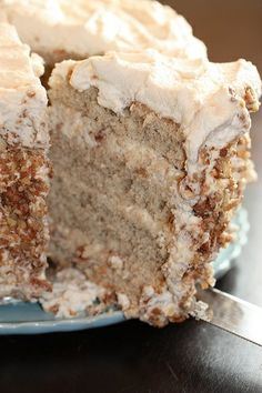 Banana Cake with Praline Filling and White Chocolate - Recipes, Dinner Ideas, Healthy Recipes & Food Guide