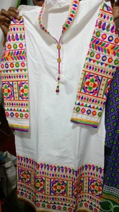 Hand Embroidery Dress, Embroidery Suits Design, Embroidery Fashion, Embroidery Designs, Silk Kurti Designs, Salwar Neck Designs, Kurta Neck Design, Dandiya Dress, Kalamkari Dresses