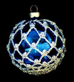 Ideas Diy Christmas Ball Ornaments Ideas - Her Crochet Crochet Christmas Ornaments, Christmas Crochet Patterns, Holiday Crochet, Crochet Snowflakes, Christmas Tree Ornaments, Christmas Crafts, Beaded Ornament Covers, Beaded Ornaments, Ball Ornaments