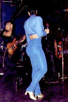 Selena had a fabulous & natural physique.