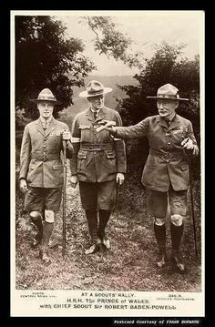Prince of Wales with Chief Scout Sir Robert Baden-Powell Les Scouts, Girl Scouts, Robert Baden Powell, Norman Rockwell Art, Wood Badge, Scout Activities, Les Religions, Live Wallpaper Iphone, Scout Leader