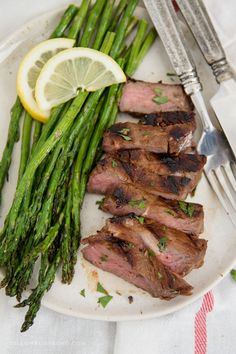 This Steak Marinade is super simple and packed with flavor, giving you a tender, juicy piece of meat every time you're grilling steak. This Steak Marinade is super simple and packed with flavor, giving you a tender, juicy piece of me Oven Roasted Asparagus, Asparagus Recipe, Roasted Vegetables, Healthy Sides, Healthy Side Dishes, Vegetable Side Dishes, Steak Marinade For Grilling, How To Grill Steak, Steak Marinades