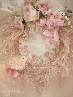 Lovely wreath in pale pink built around a plate with pink roses on it!!! Love this!!! Bebe'!!!
