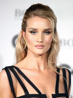 Rosie Huntington-Whiteley - New Site Makeup Trends, Hair Trends, Bridal Makeup, Wedding Makeup, Rose Huntington, Rosie Huntington Hair, Make Up Ojos, Blond, Braut Make-up