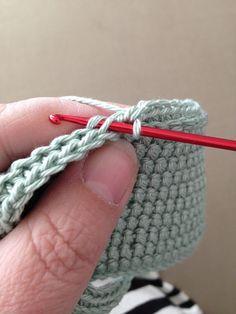 Anette L syr och skapar: Dubbelvirkade grytlappar Crochet Kitchen, Crochet Home, Diy Crochet, Knitting Stitches, Knitting Patterns, Sewing Patterns, Crochet Patterns, Crochet Hot Pads, Crochet Potholders