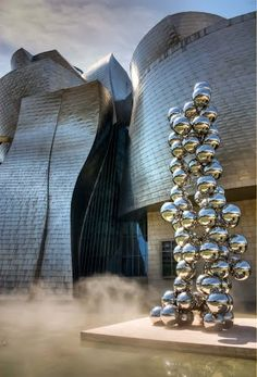 Bombolles en la boira, Museu Guggenheim, Bilbao detall l'arquitectura, Euskadi, Espanya
