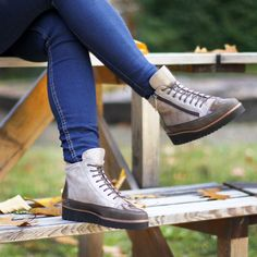 Schöne Winterboots🍁🍂 (Art. CAL 211   CHF 329) Den Schuh gibt es auch noch in blau und taupe. Dr. Martens, High Tops, Combat Boots, High Top Sneakers, Shoes, Fashion, Fall 2016, Blue, Nice Asses