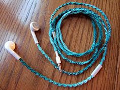 GREAT tutorial on how to prevent earbud tangles with old school friendship bracelet knotting. This could also be done to instrument (electric bass, guitar) cables with regular yarn. Yarn: Start with quadruple the length of the cable...