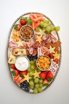 Charcuterie Recipes, Charcuterie And Cheese Board, Cheese Boards, Toddler Meals, Kids Meals, Luau Food, Party Food Platters, Party Snacks, Kid Friendly Meals