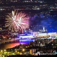 #fireworks  #feuerwerk #linz #igerslinz #linzpictures #potd #igersaustria #diebestenbilderderstadt #downtown #citylife #nightout #skyline #oberösterreich #upperaustria