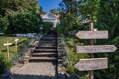 Heiraten inmitten der Bäume in der Nähe von Graz. Standesamtlich oder zeremoniell. Im kleinsten Kreis oder mit all euren Liebsten. Sag ja! Sag Ja, Stepping Stones, Sidewalk, Outdoor Decor, Home Decor, Graz, Getting Married, Nature, Stair Risers