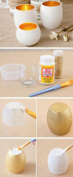 teelichter basteln, glasvase, pinsel, goldener brokat, weiße farbe