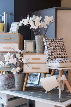 Retail Interior Design, Small Space Interior Design, Interior Work, Interior Design Living Room, Display Design, Store Design, Gift Shop Interiors, Furniture Store Display, Gift Shop Displays