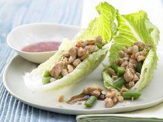 Gefüllte Salatblätter mit Hähnchenbrust, Nüssen und Bohnen - smarter - Kalorien: 187 Kcal - Zeit: 30 Min.   eatsmarter.de