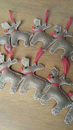 renne de Noël décoration de sapin en feutrine boutons Fimo