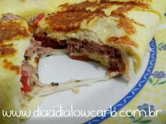 Panini!!!! A sensação lowcarb!!!!! Essa delícia foi um estouro no mundo lowcarb e fez sucesso imediato!! Slow Carb Diet, Low Carb Keto, Paleo Recipes, Low Carb Recipes, Menu Dieta, Healthy Dishes, No Carb Diets, Light Recipes, Food And Drink