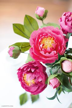 Craft a bouquet of gorgeous heavy crepe paper peonies Crepe Paper Crafts, Diy Paper, Tissue Paper Flowers, Flower Paper, Paper Peonies, Paper Bouquet, Paper Flower Tutorial, Handmade Flowers, Flower Crafts
