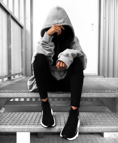 👻 j'adore Who's also in love with big big hoodies ? Portrait Photography Poses, Photography Poses Women, Sunset Photography, Stylish Girls Photos, Stylish Girl Pic, Girl Photo Poses, Girl Poses, Balenciaga Speed Trainer, Teenage Girl Photography