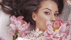 Rose gold makeup looks are in. Here, learn how to pull off rose gold eyeshadow, eyeliner, lipstick, and more so you can look as good as (rose) gold. Rose Gold Lipstick, Rose Gold Eyeshadow, Gold Eyeliner, Rose Gold Makeup, Rose Gold Hair, Gold Makeup Looks, Makeup Blender, Beauty Salon Logo, Beauty