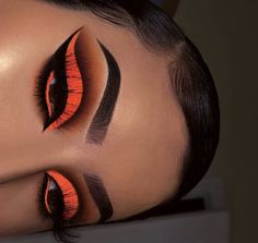 22 Beautiful Intense Fall Makeup Looks Beautiful fall makeup looks, stunning and dramatic for different day and mood. Here are some ideas to get your fall makeup trends lovely Source by baddie makeup Cute Makeup, Glam Makeup, Pretty Makeup, Eyeshadow Makeup, Eyeshadows, Awesome Makeup, Glitter Eyeshadow, Makeup Brush, Eyeshadow Palette