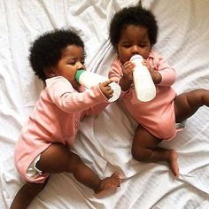 Twins Black baby Family goals So cute Cute baby Cute black baby Cute Black Babies, Beautiful Black Babies, Brown Babies, Mixed Babies, Black Kids, Beautiful Children, Little Babies, Cute Babies, Black Twin Babies