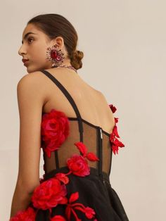 Shop Women's Pressed Rose Embroidery Bustier Top from the official online store of iconic fashion designer Alexander McQueen. Fashion Details, Fashion Ideas, Fashion Design, Alexander Mcqueen, Braided Scarf, Versace Fashion, Strapless Corset, Silk Taffeta, Rose Embroidery