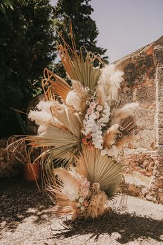 unique dried flowers, palm and pampass decoration ideas for boho elopment weddings Palm Wedding, Boho Wedding, Floral Wedding, Wedding Bouquets, Destination Wedding, Wedding Flowers, Wedding Ideas, Wedding Planner, Bohemian Flowers