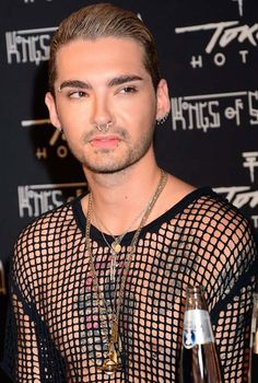 He has done lots of piercings on his body - ears, nose, lips, eyebrow. Tokio Hotel, Bill Kaulitz, Height And Weight, Celebs, Singer, Mens Tops, Eyebrow, Conference, Piercings