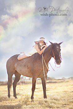 Senior pictures with horses ideas. Horse senior picture ideas for girls. Senior picture poses with horses. Senior picture ideas. #horseseniorpictures #seniorpictureideasforgirls #seniorpictureideas