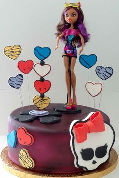 Monster High cake from Jings Cake Station. Looks like one of the easier cakes to make. Bolo Monster High, Monster High Birthday Cake, Festa Monster High, Monster High Party, Birthday Cake Girls, Birthday Cakes, Birthday Stuff, Birthday Ideas, Bolo Barbie