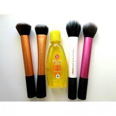 New post on how I clean my makeup brushes now up on my blog! Link in bio.  #realtechniques #johnsonsbabyshampoo #babyshampoo #makeupbrushes #bblogger #bbloggers #fbloggers #fashionblogger #beautyblogger #instablog #hudabeauty #instabeauty #instaglam #instamakeup #instablogger #instadaily #wakeupandmakeup #slaves2beauty #flatlay #itgtopshelfie #makeupjunkie #indianbeautyblogger #indianblogger #indianbeautyblog #maquillaje #maquillage #freihawrites