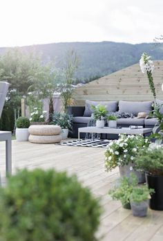 best rooftop design ideas to inspire you page 16 – JANDAJOSS. Outdoor Areas, Outdoor Rooms, Outdoor Living, Concrete Rose, Scandinavian Garden, Rooftop Design, Rooftop Terrace, Diy Porch, Diy Outdoor Furniture