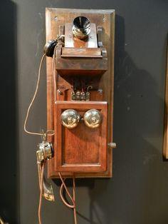 Telefono pubblico dell'era pre-bellica