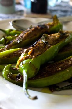 Vegan: Green Chillies filled with Nuts and Tamarind (recipe in German - tell me if you need it translated into English :)