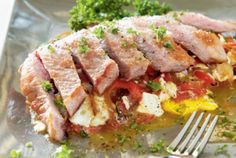 Secreto de cerdo ibérico con huevos rotos y emulsión de pimientos del Piquillo