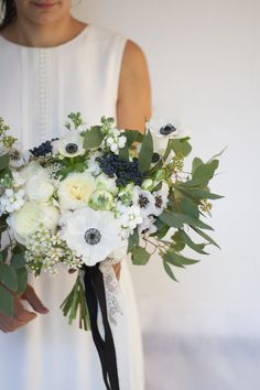 White anemones in a gorgeous wedding bouquet !