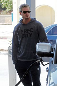 "Eric Dane Photos Photos - Eric Dane stops off at Coffee Bean for a drink then heads to the gas station to fill up his Range Rover before making his way to the ""Grey's Anatomy"" set. Dane's wife, Rebecca Gayheart, is expecting to give birth to the couple's first child some time in March. - Eric Dane Gets Some Coffee"