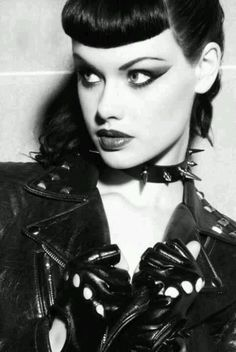 Follow me on Pinterest https://no.pinterest.com/lionessambrosia/   Goth. Gothic