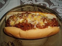 Looking for a great hot dog chili sauce? Mama's got a great recipe for chilidogs that you're gonna love! Hot Dog Recipes, Chili Recipes, Sauce Recipes, Great Recipes, Cooking Recipes, Coney Dog Sauce, Hot Dog Sauce, Hot Dog Chili, Chili Dogs