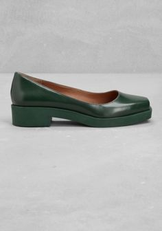 These square toe flats are crafted from leather and have a clean, minimalist look. - Platform and heel are made from matte rubber- Cushioned leather insole- Rubber outsole- Heel height: 3.5 cm