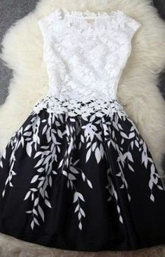 White Leaves Print Pleated Sleeveless Lace Dress