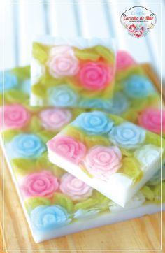 Carinho de Mãe                                                                                                                                                                                 Mais Handmade Soap Recipes, Handmade Soaps, Green Soap, Soap Carving, Soap Display, Rose Soap, Soap Maker, Organic Soap, Bath Soap
