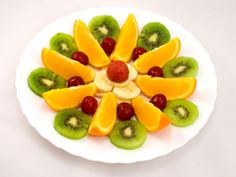 Assorted fresh fruit – orange cherry kiwi Receitas Gostosas – Yemek Tarifleri – Resimli ve Videolu Yemek Tarifleri Fruit And Veg, Fresh Fruit, Fruit Presentation, Fruits Decoration, Salad Design, Kiwi And Banana, Fruit Creations, Food Art For Kids, Food Carving