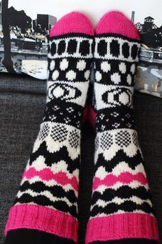 Look at our webpage for more with regard to this spectacular photo Crochet Socks, Knitting Socks, Hand Knitting, Knitting Patterns, Knit Crochet, Knitted Blankets, Knitted Hats, Marimekko Fabric, Fluffy Socks