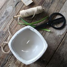 Turn your old and outdated candles into new candles in chic containers (in Norwegian and English)