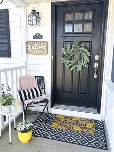 Small Front Porch Decor Ideas - Coffee, Pancakes & Dreams Transform your entryway with a spring porch refresh! Inexpensive and simple decor ideas including furniture, planters and rugs, for small front porch spaces! Small Porch Decorating, Foyer Decorating, Porch Kits, Small Front Porches, Small Patio, Farmhouse Front Porches, Craftsman Front Porches, Small Front Yards, Summer Front Porches